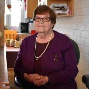 Seniori Lindström istuu